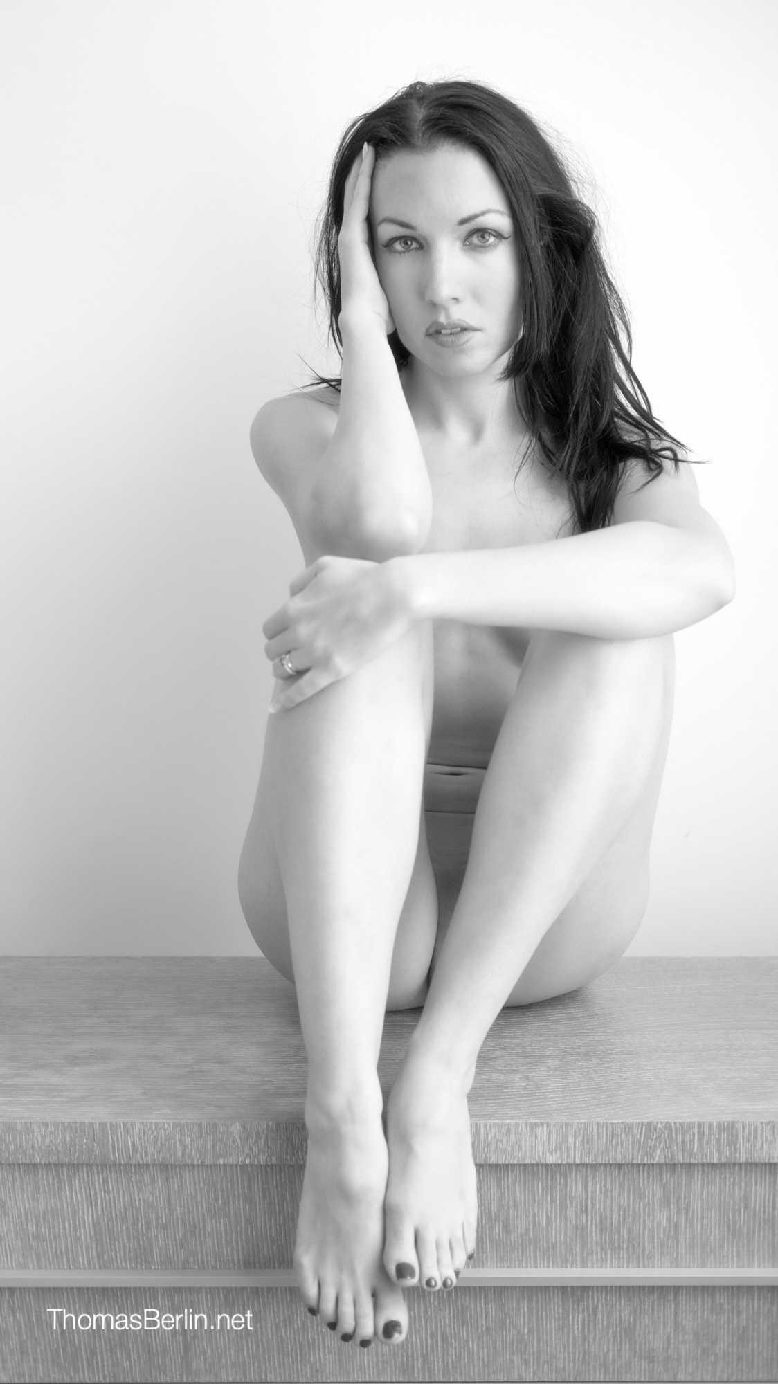 brunette model Samantha Ylva Hawks