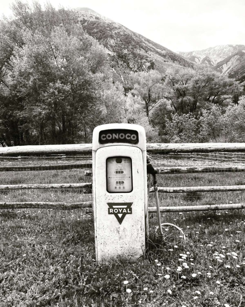 Gordon Lewis street photography vintage gas pump